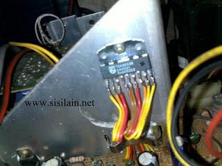 Service TV Digitec 17 inch Gambar Bergaris Tengah