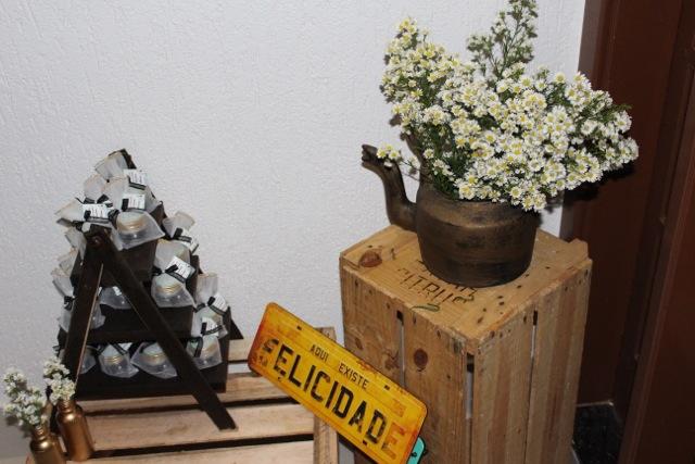 decoração, noivado, real, preto e branco, dourado, mesa do bolo, palete, caixote, lembrancinha