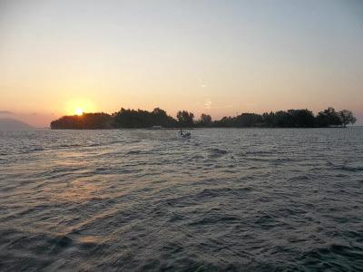 Sunset dibalik Pulau Sambangan