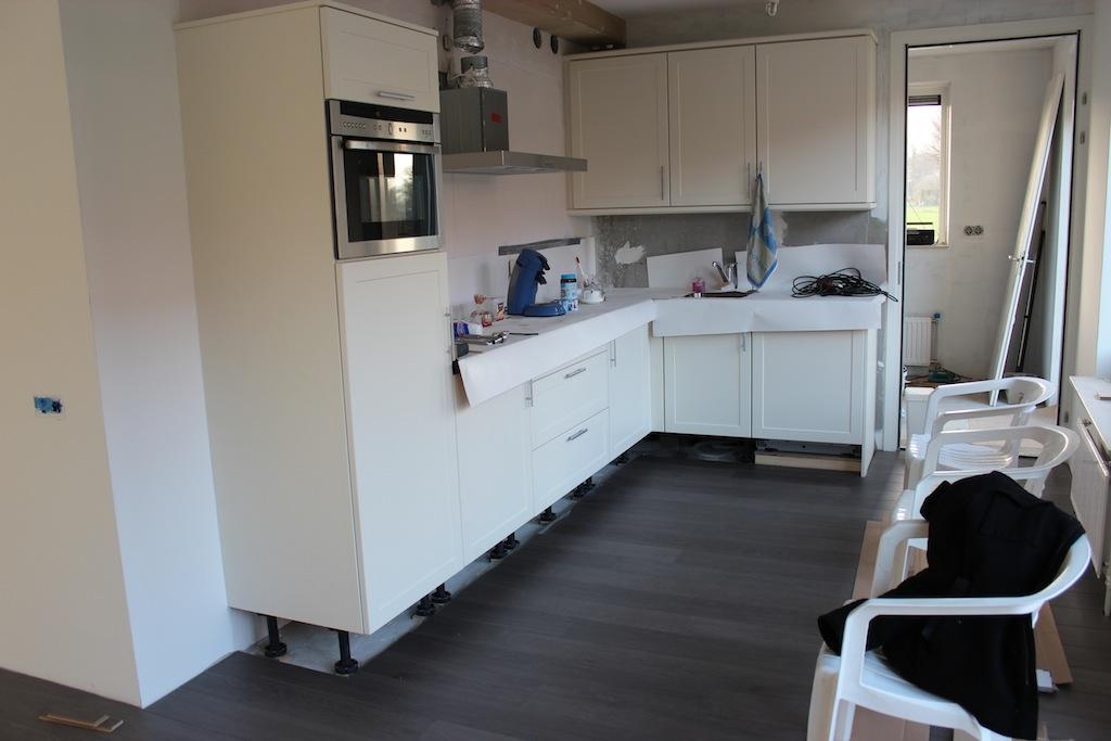 Behangen Keuken : Claasgoed, Bijsteren, Putten: Behangen, vloeren leggen, schilderen en