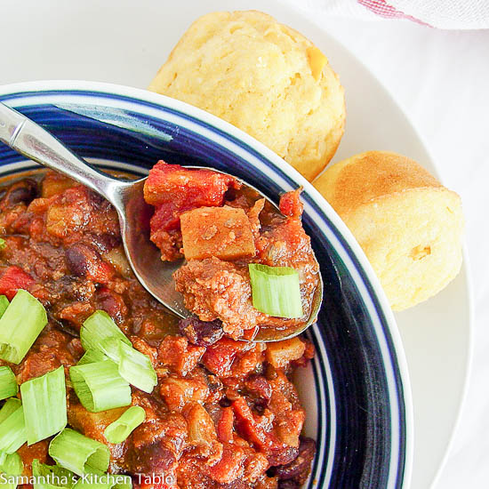 Several chili crock pot recipes, like this one, include a lot of fiber-rich beans and lean meat that makes it high in protein but low in fat. Simply choose lean beef or lean ground turkey for the meat if not discarding it completely. Alternative forms of the protein include vegetable protein, tofu, seitan, and hingcess-serp.cfes: