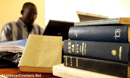 """Quieren """"acelerar"""" el regreso de Cristo traduciendo la Biblia a todos los idiomas"""