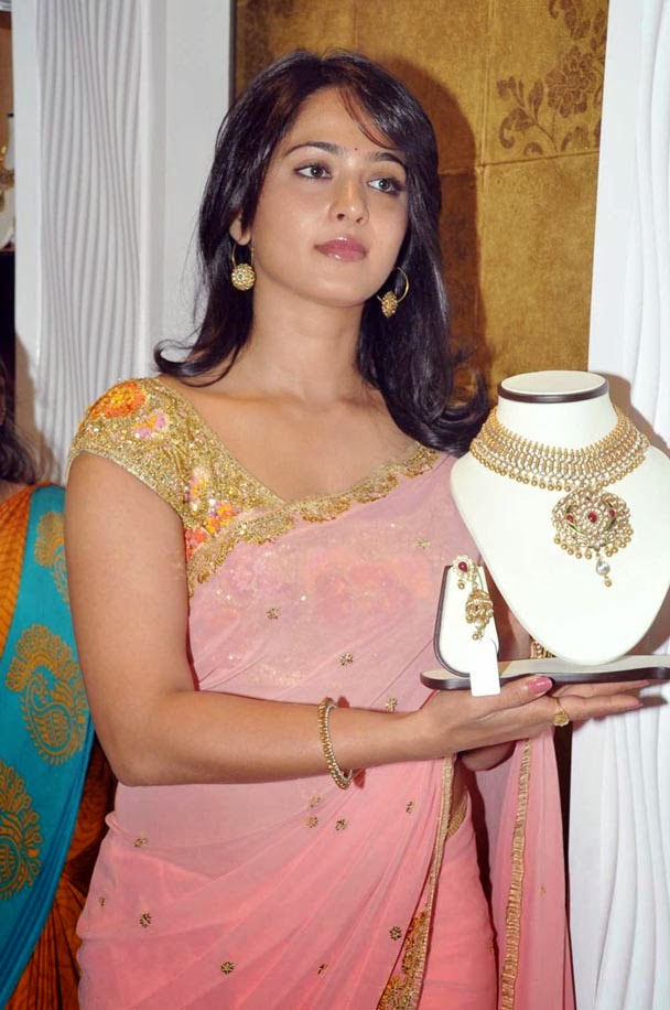 Actress Anushka Sheety in tshirt