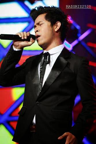 Penyanyi Cakra Khan