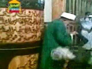 Ritual cium pantat imam syiah (foto elserdaab)