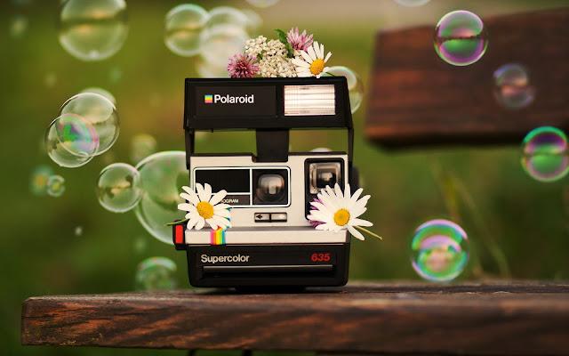 Jugando con Burbujas de Jabon y Una Camara Polaroid