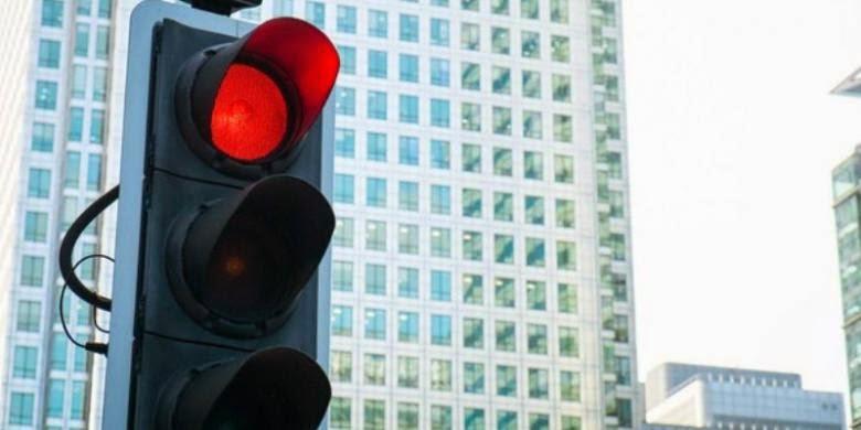 gak sabaran di lampu merah