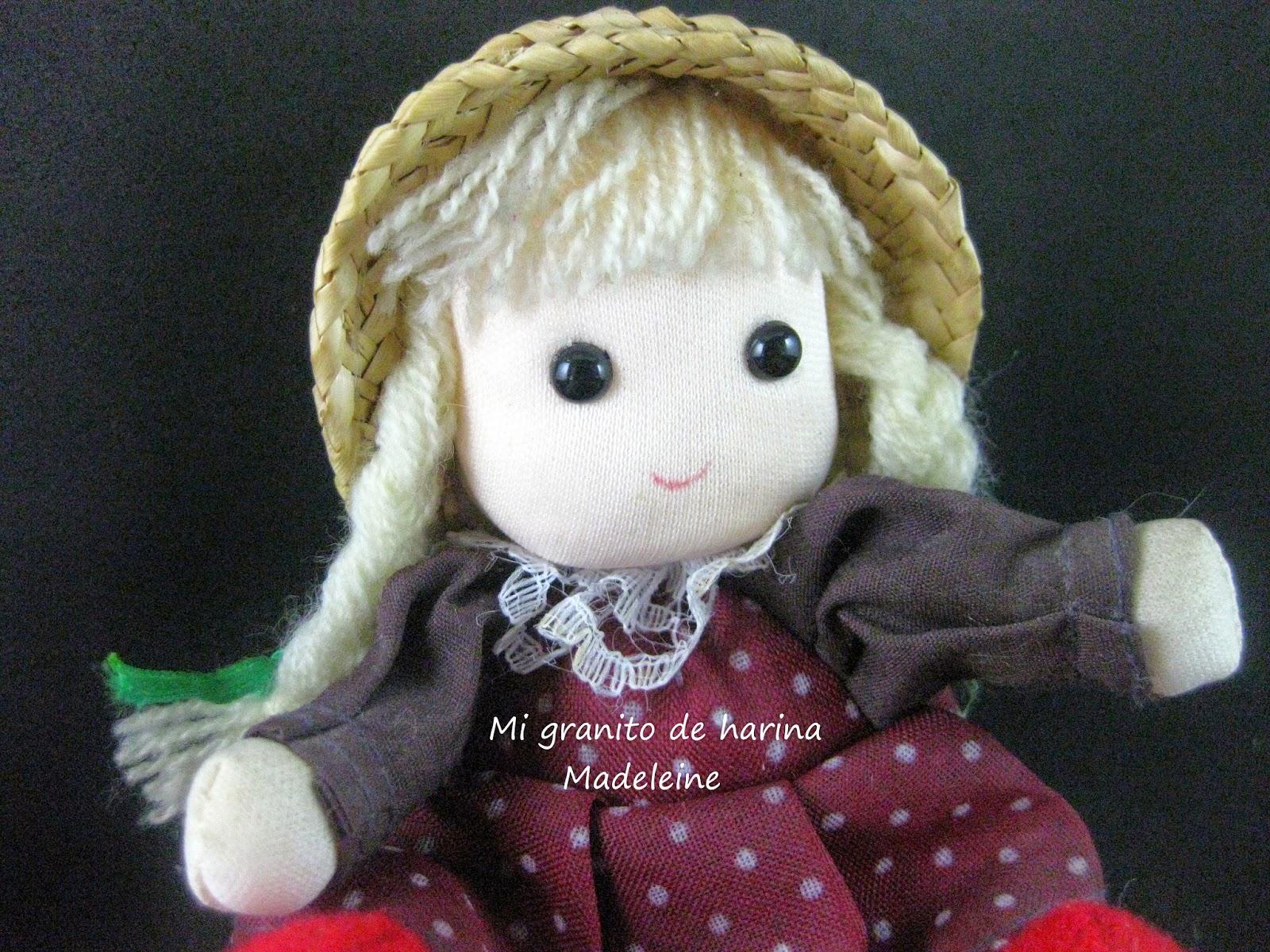 La simpática muñequita que acompaña a nuestras madeleines es una pequeña monada de trapo que tengo desde hace muchos años.