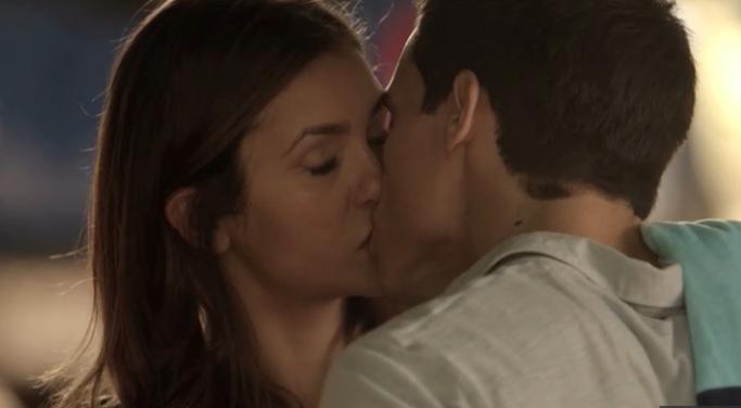 Elena no pierde el tiempo con Liam
