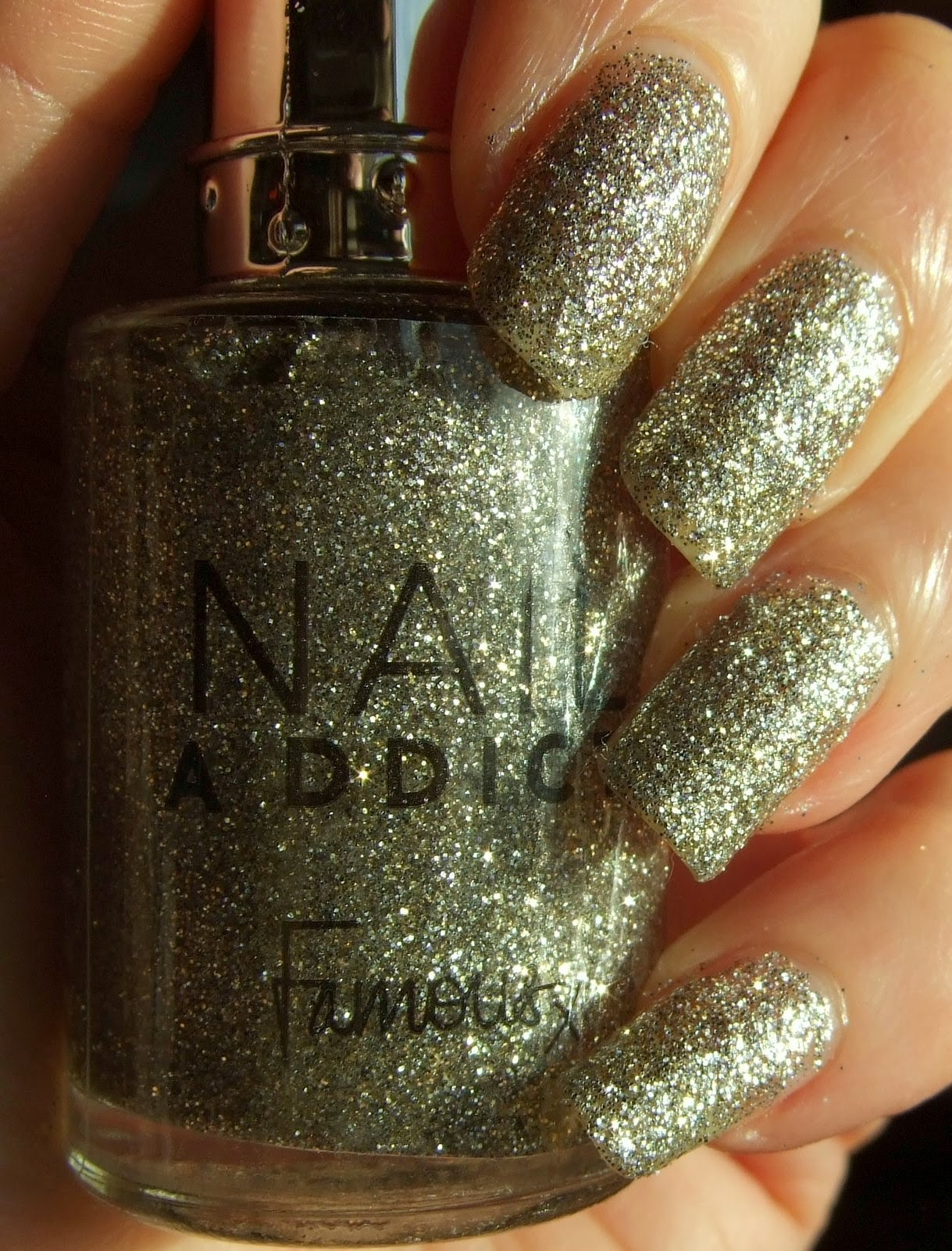 Polishtopia: Famous Nail Addict - Gold Star