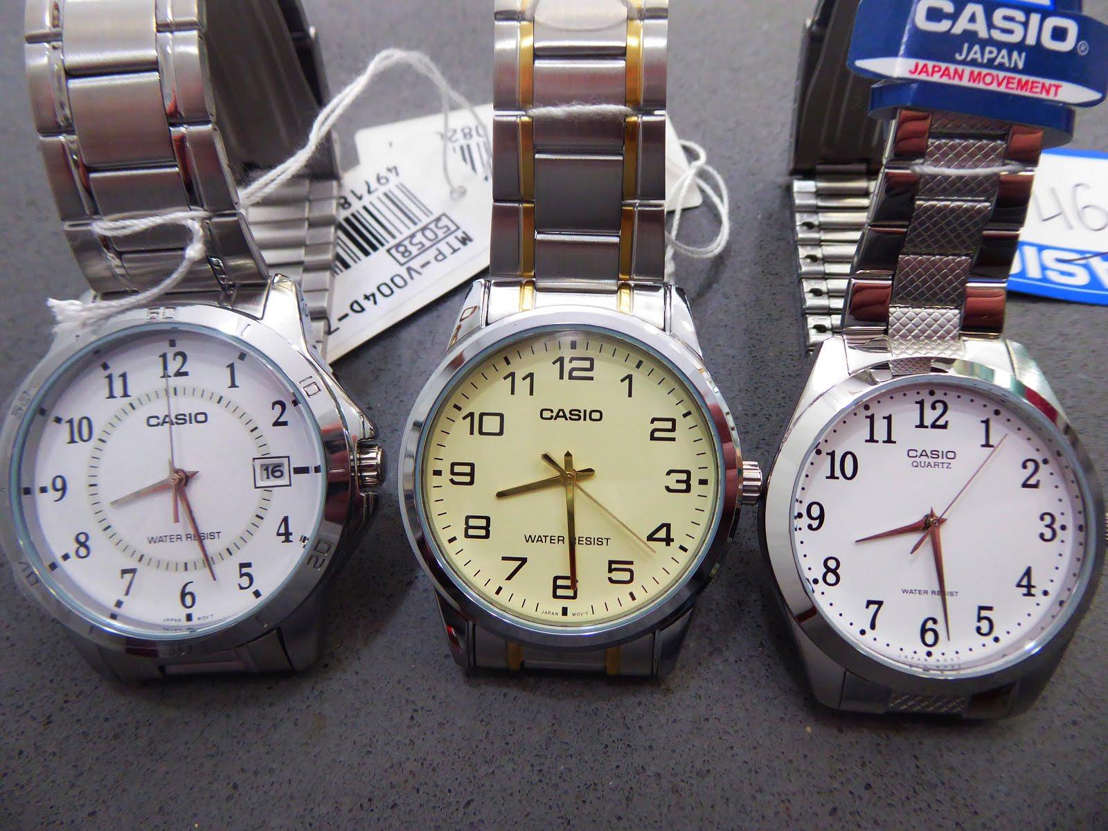 Relojes Casio, con múmeros grandes y pulseras de acero