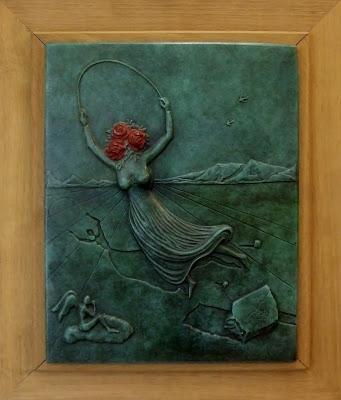 Алиса с цветами в Зазеркалье