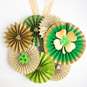 Make a gorgeous St. Pat's wreath!