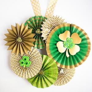 Make a gorgeous St. Pat's wreath!