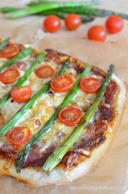 Pizza ze szparagami