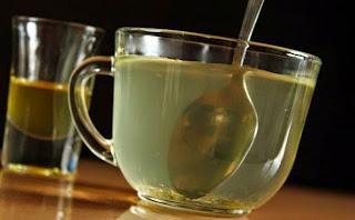 5 Beneficios de Tomar Agua con Miel Cada Mañana