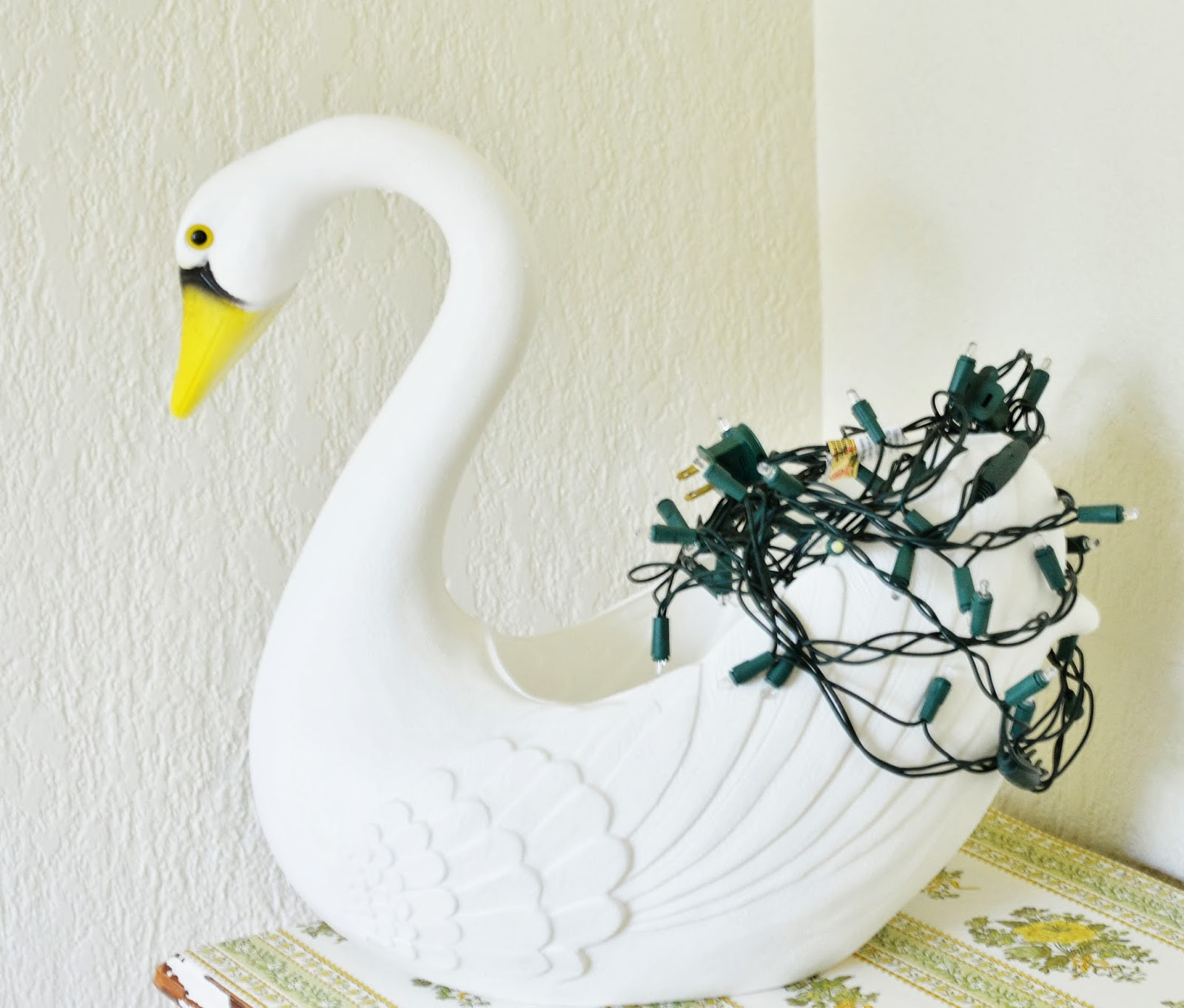Maize hutton swan nightlight diy - Plastic swan planter ...