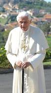 Oremos por nuestro Papa Emérito Benedicto XVl