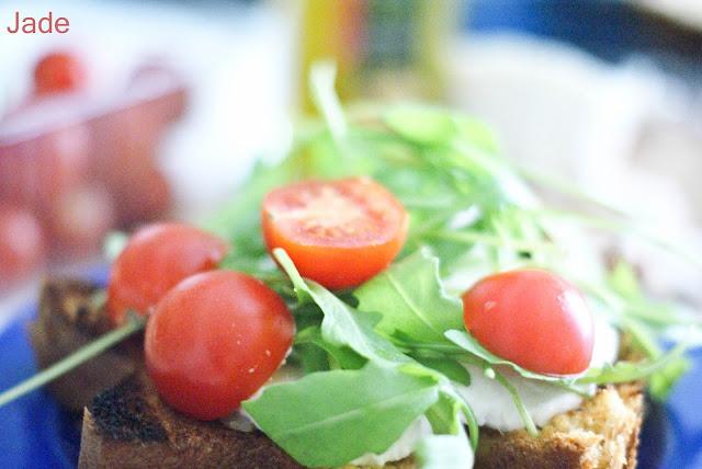 tartine tomate-mozza de pandoro