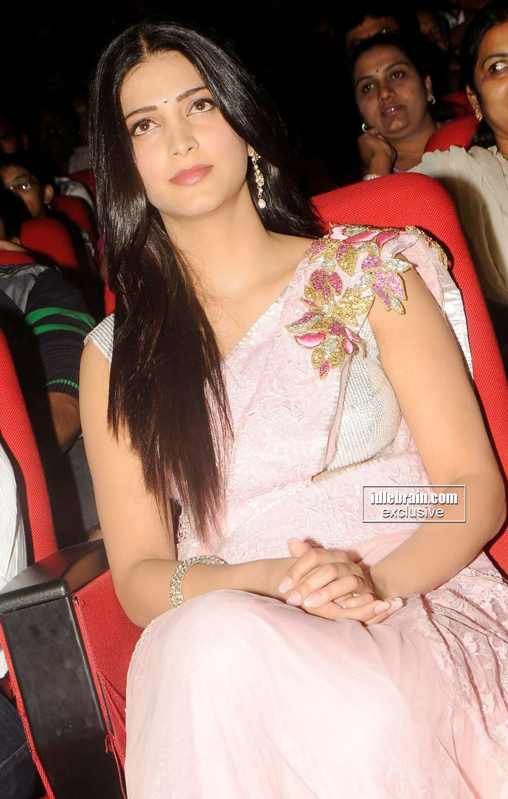 Shruti Hassan in pink sari -  Shruti Hassan in Pink Saree - HQ Pics