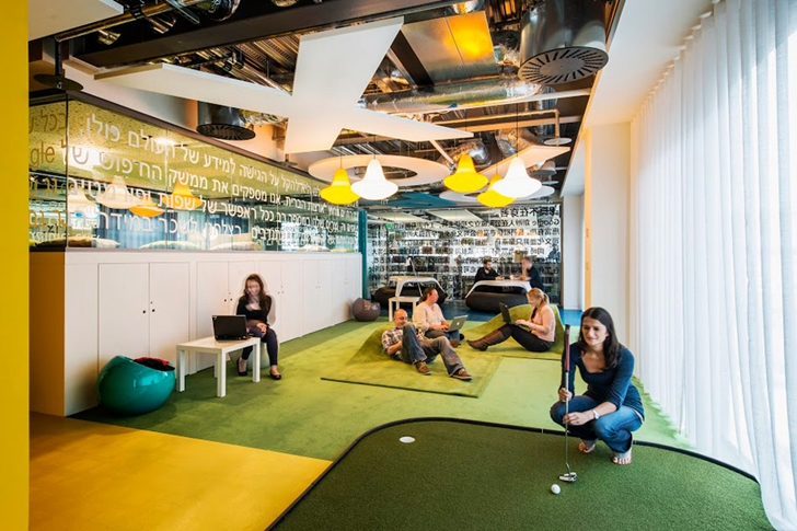 Mini golf room in Google office in Dublin
