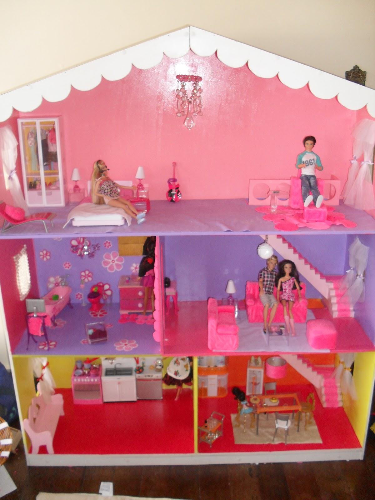 quem te pintou?: A Casa de boneca da Milena onde moram suas Barbies #B41724 1200x1600 Banheiro Da Barbie De Papelão