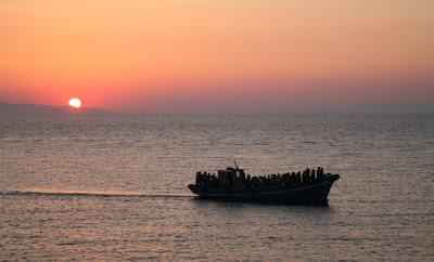 Kaçak göçmenler Batı'ya doğru giderken...