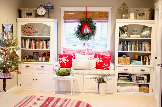 DIY windowseat with Christmas wreath-www.goldenboysandme.com