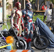 . a new pic has surfaced online showing the new Iron Man armor and Iron .