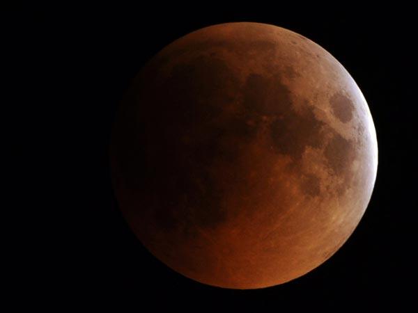 bulan merah , gerhana bulan penuh 2011