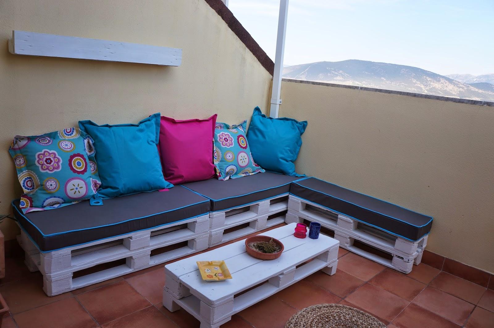 Josereutiliza asientos para la terraza con palets for Asientos terraza