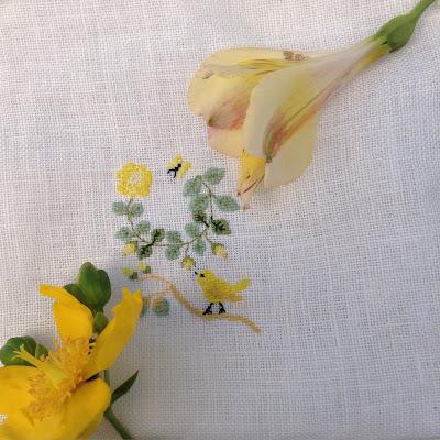 broderie point de croix jaune