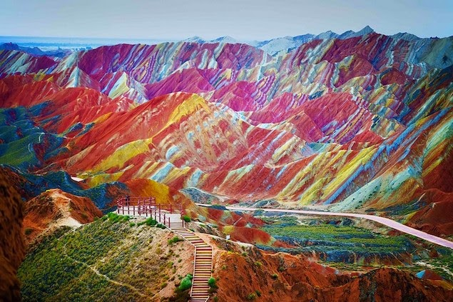 rainbow-colored-rock-formations-1