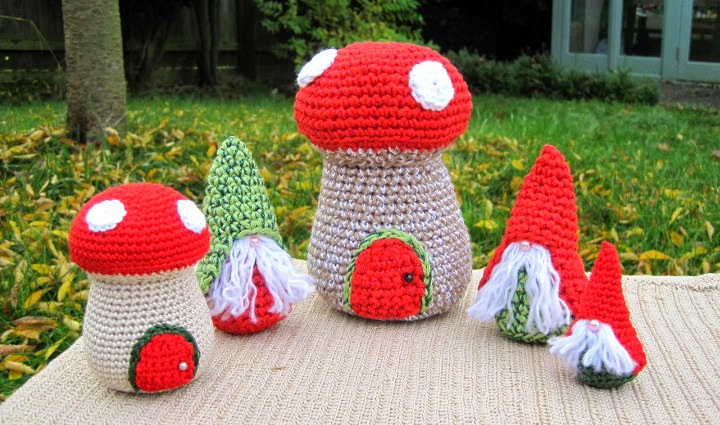 Little Gnomes with Mushroom Houses: New Amigurumi crochet ...