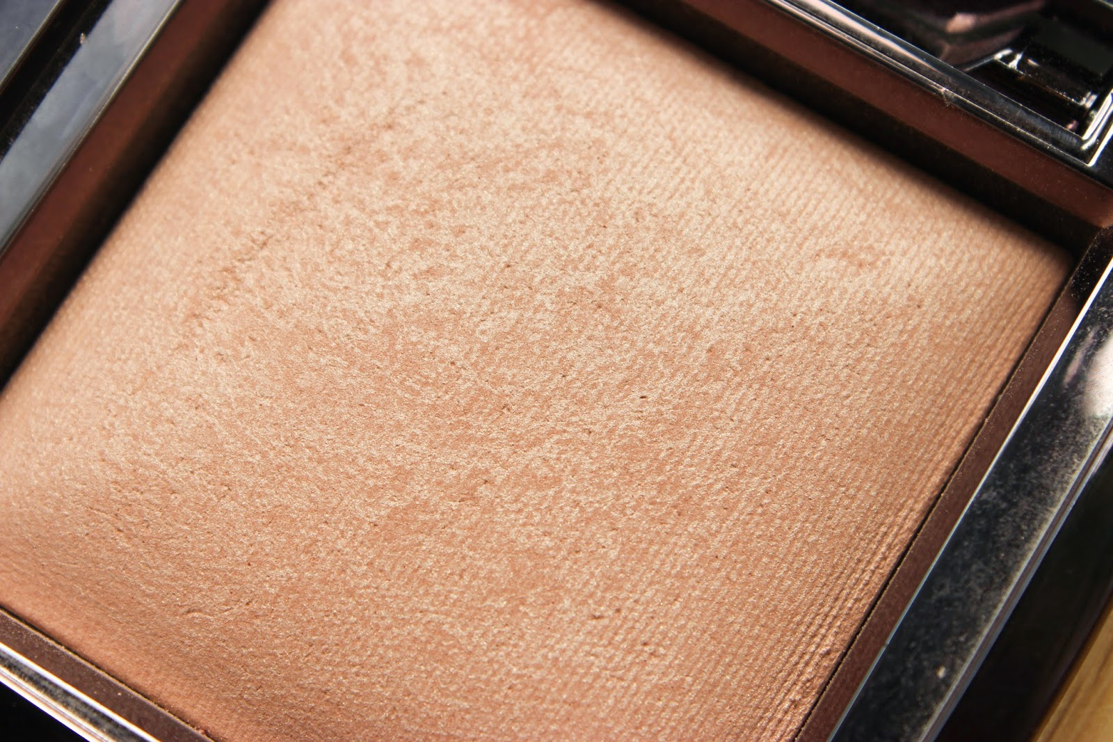 Hourglass Ambient Lighting Powder Radiant Light