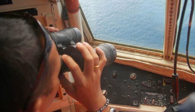 Malam Hari, Basarnas Tetap Lakukan Pencarian AirAsia