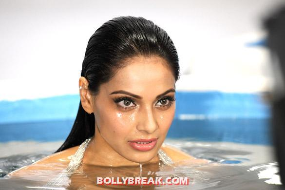 bipasha basu close up  -  Bipasha from the Kya Raaz Hai song in Raaz 3