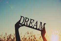 Hace de mis pesadillas, los sueños más dulces