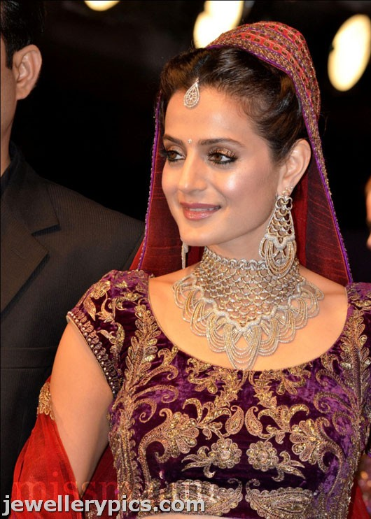 Ameesha Patel Bridal diamond choker set fro HV jewellers ...