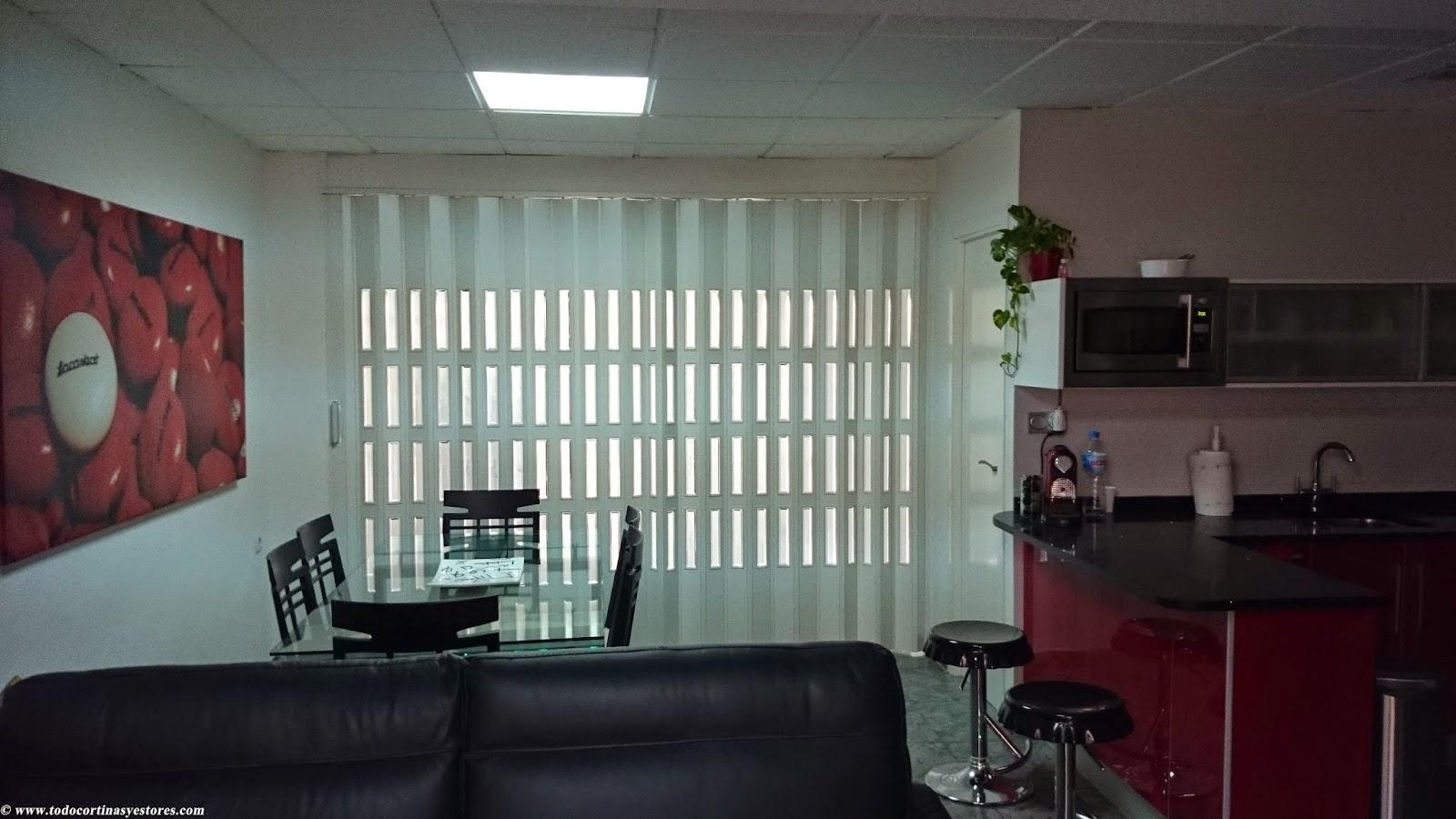 Decoracion interior cortinas verticales estores - Decoracion puertas interior ...
