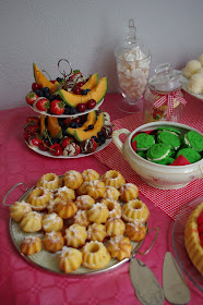 Cupcakes, birthday cakes