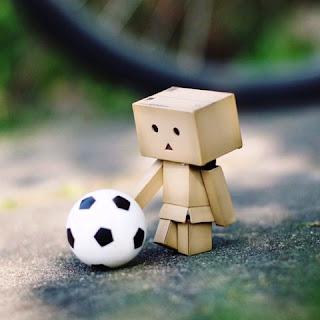 Danbo galau bermain bola