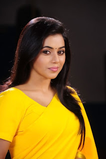 Poorna New Pictures in Yellow saree 010.jpg