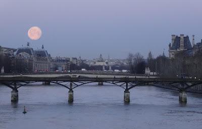 Pleine lune et pont des arts paris un matin la lune bien pleine après