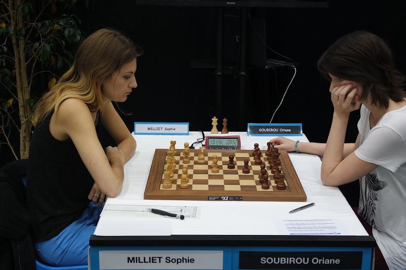 La quadruple championne de France d'échecs Sophie Milliet en compagnie Stéphane Laborde de Diagonale TV - Photo Échecs & Stratégie