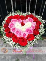 buket bunga, rangkaian bunga meja, bunga ulang tahun, bunga ucapan selamat, toko karangan bunga, toko bunga jakarta, toko bunga, bunga mawar dalam vas, bunga rose berbentuk hati
