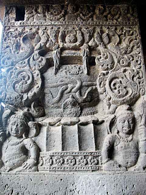 designs on ellora pillar