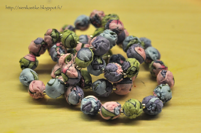 kangashelmejä, fabric beads