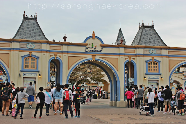 Entrance to Everland Amusement park