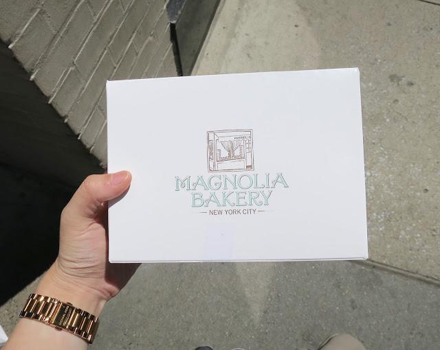 magnolia bakery, packaging, cupcakes,